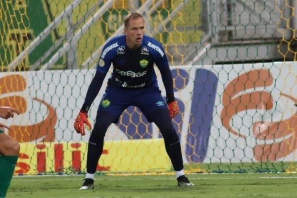 No Cuiabá, goleiro paranavaiense João Carlos enfrenta o Corinthians